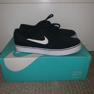 Black and White Nike Janowski